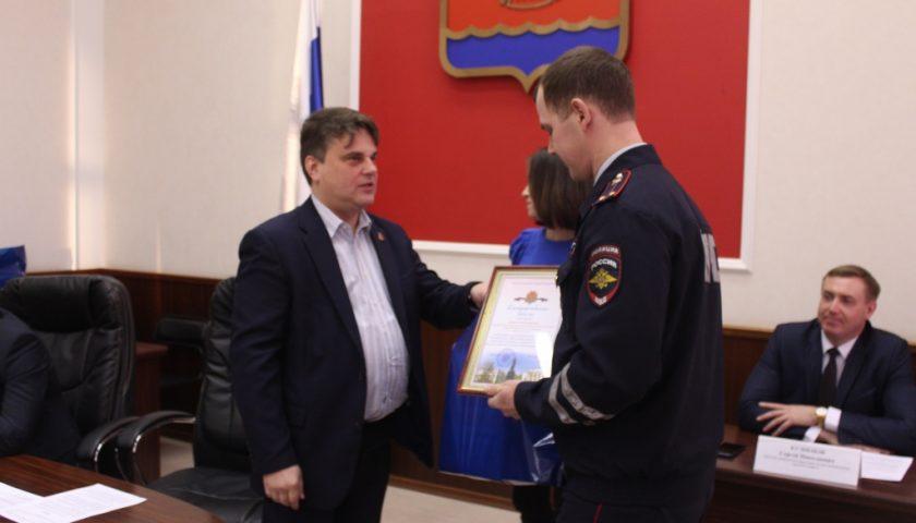 Дзержинским полицейским вручены благодарственные письма